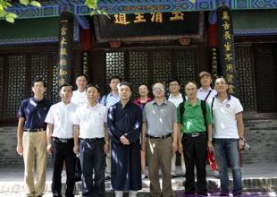 上海市政协一行赴西安八仙宫考察
